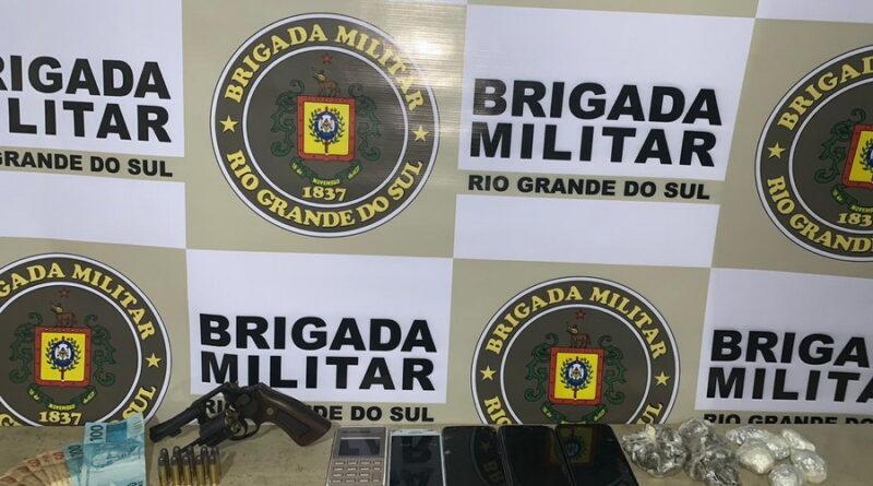 BM apreende quase 370 pedras de crack com foragidos em Palmares do Sul