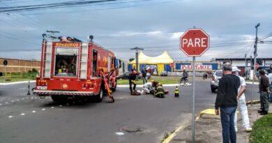 Mãe e filho ficam feridos em acidente envolvendo carro e moto em Osório