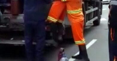 Gari fica ferido em caminhão de lixo em Osório (vídeo)