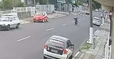 Câmera de vigilância flagra acidente de trânsito em Osório (vídeo)