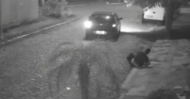 Motorista sai atropelando as pessoas: osoriense teve ferimentos graves (vídeo)
