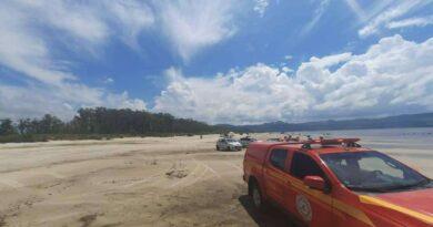 Seis pessoas são resgatadas em colchão inflável à deriva na Lagoa dos Barros