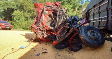 Colisão envolvendo quatro caminhões deixa um morto na Rota do Sol
