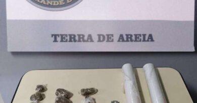Mulher é presa por tráfico de drogas em Terra de Areia
