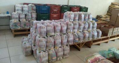 Prefeitura de Osório distribui kits da merenda escolar para alunos da rede municipal