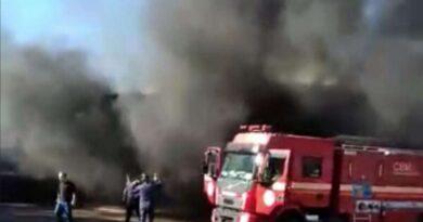 Fogo em oficina consome caminhões em Santo Antônio da Patrulha