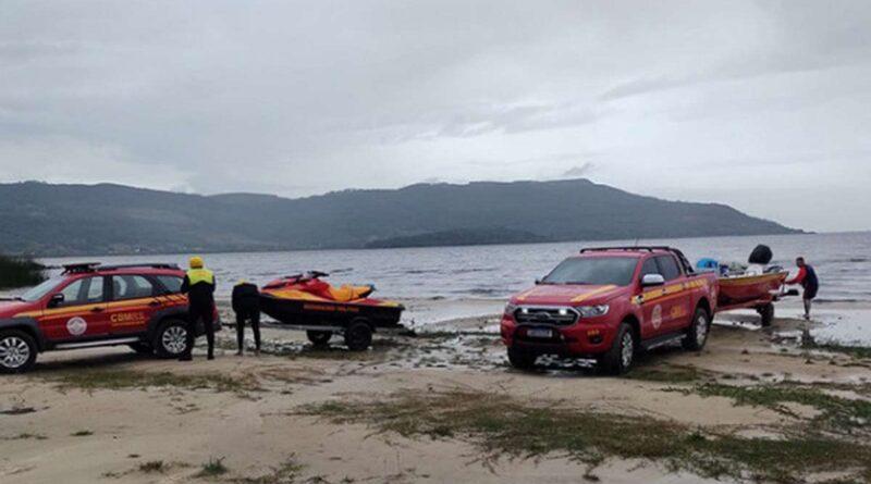 Bombeiros realizam buscas a homem que desapareceu na Lagoa dos Barros